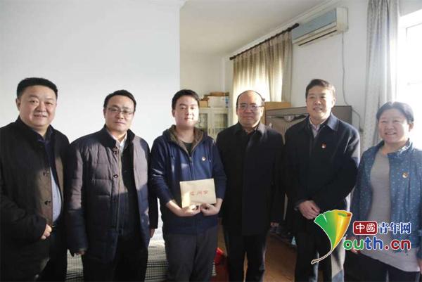 中组部组织二局到顺义慰问大学生村官