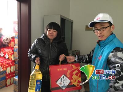 北京市平谷村官积极参与春节慰问